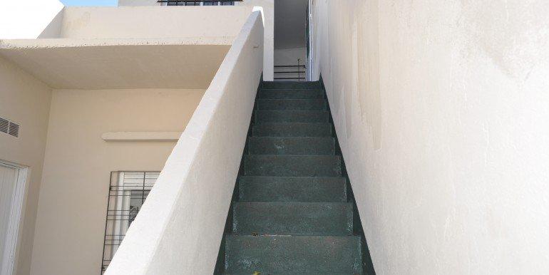 039 escalera patio